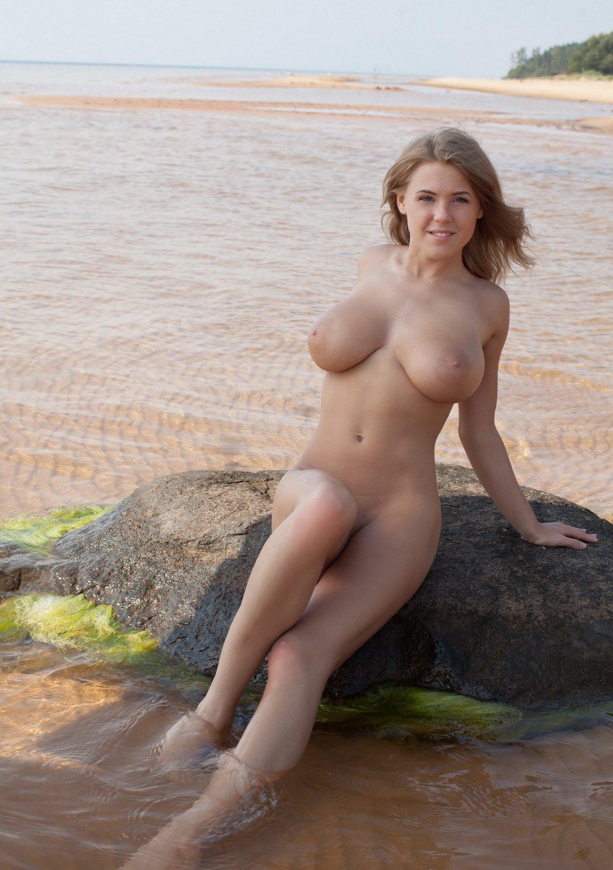 Ххх бисексуалы фото пышногрудых обнаженных девиц трахают
